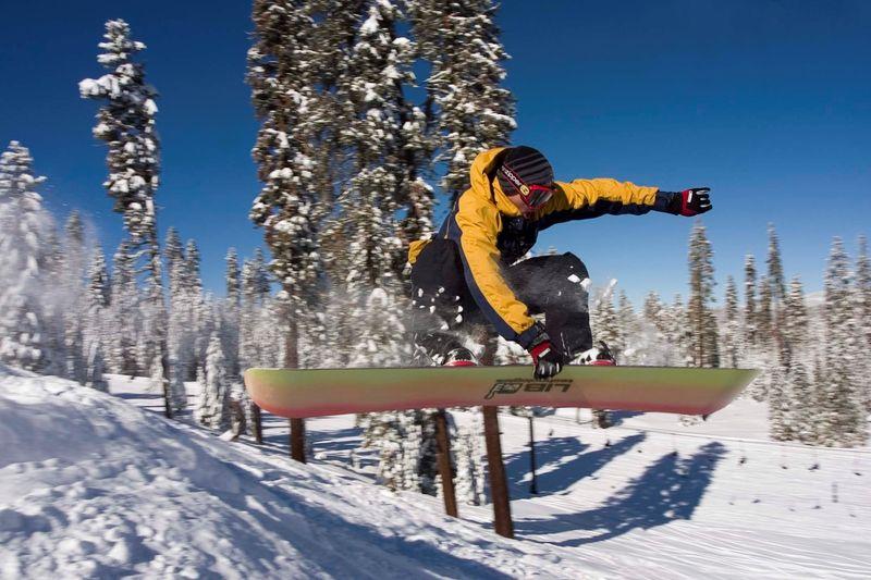 Badger Pass Snowboarder_ Credit Chris Falkenstein - Delaware North at Yosemite