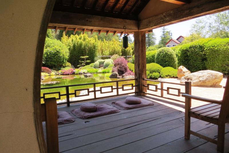 Japanese Meditation  Garden credit www.AreYouThatWoman.com